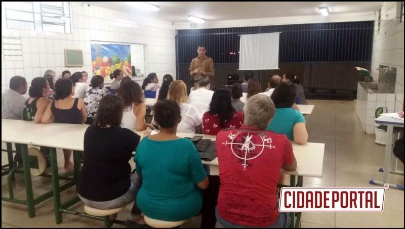 Policiais Militares do Batalhão de Polícia Escolar realizaram dinâmicas com pais de alunos em colégios de Umuarama