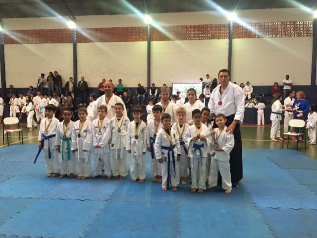Karatecas de Farol participam do 1º Festival Esportivo de Quarto Centenário