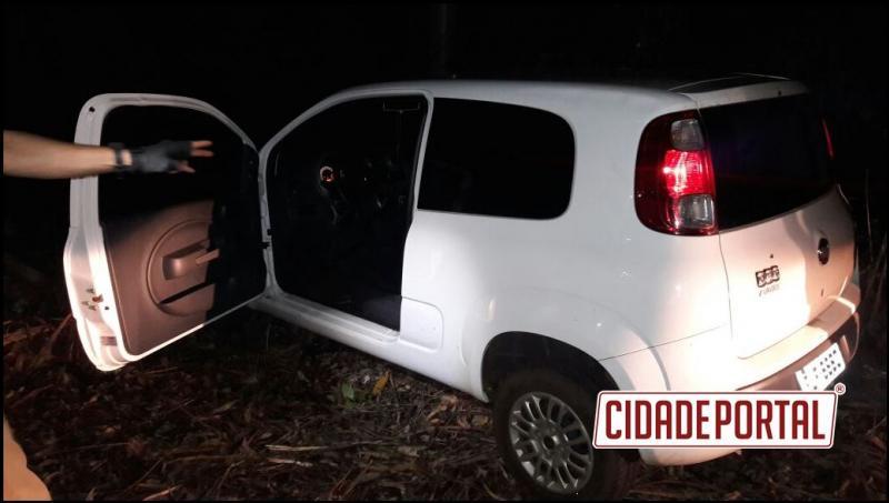 Policia Militar de Mamborê recupera veículo com queixa de furto escondido em matagal