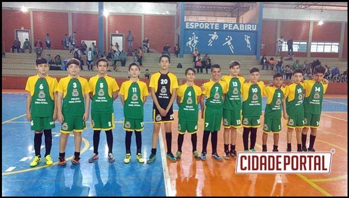 Alunos do projeto Futsal de Farol participam de amistoso em Peabiru