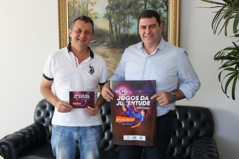Prefeito de Barbosa Ferraz entrega convite oficial ao Prefeito Pedro Coelho para abertura dos Jogos da Juventude fase Regional