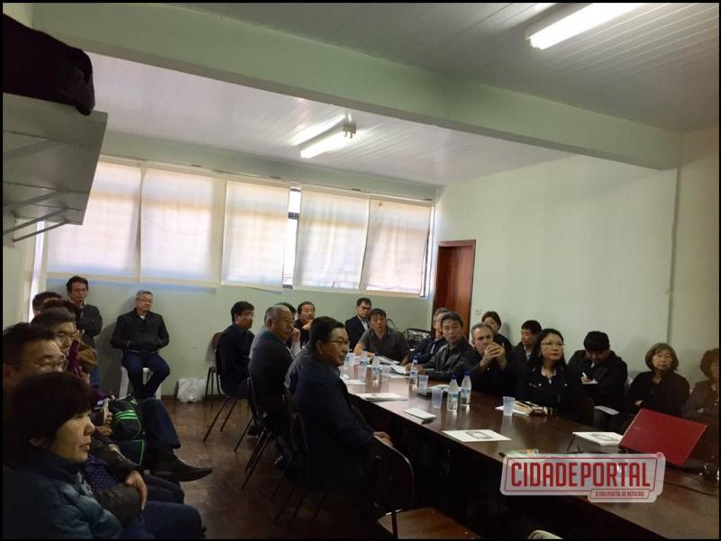 Reunião dos presidentes da Liga Oeste Paranaense aconteceu durante simpósio em Goioerê