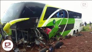 Colisão frontal entre ônibus e carro deixa dois mortos em Prudentópolis