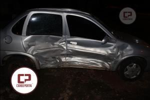 Acidente entre veículos deixa duas pessoas com ferimentos na noite de segunda-feira, 09
