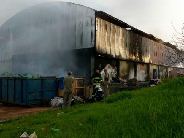 Idosa de 71 anos morre carbonizada após incêndio em casa em Londrina