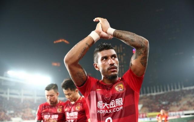 Paulinho é liberado de jogo do Guangzhou para viajar e assinar com o Barcelona