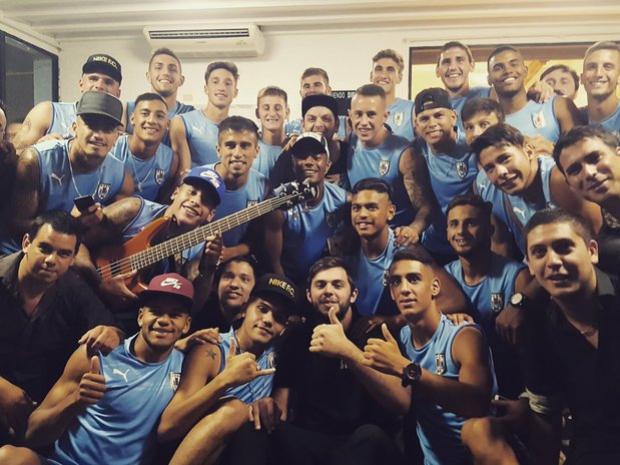 Seleção Sub-20 do Uruguai curte show antes do Sul-Americano