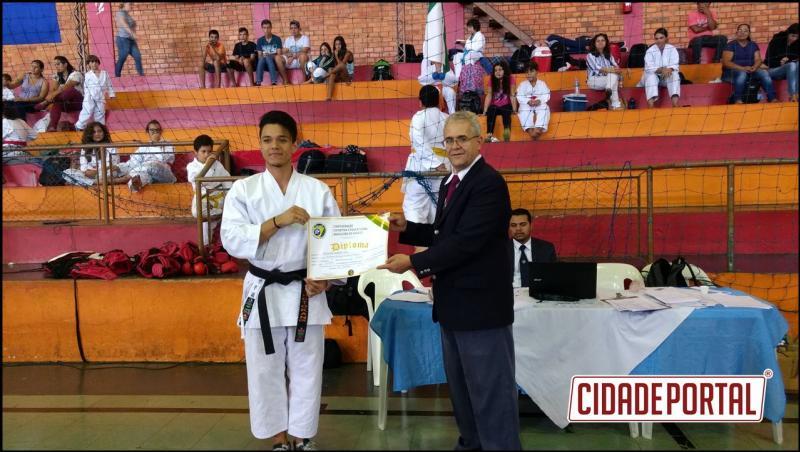 Karate Águas Claras é Vice Campeã do Paranaense