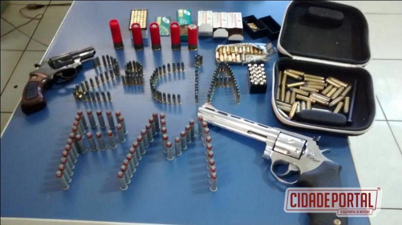 Policiais Militares do destacamento de Juranda prende uma pessoa com armas e munições durante abordagem