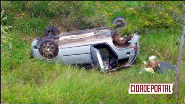 Um acidente automobilístico deixou duas pessoas com ferimentos na rodovia BR-272 entre Goioerê e Janiópolis