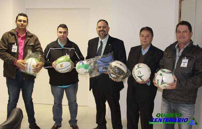 Quarto Centenário recebe Kits de Materiais Esportivos