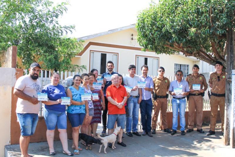 Câmara e Polícia Militar Iniciam distribuição das plaquinhas do Vizinho Solidário