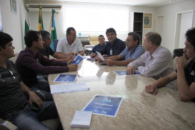 Prefeito recebe representantes da Sanepar e vereadores para tratarem sobre obras e investimentos.