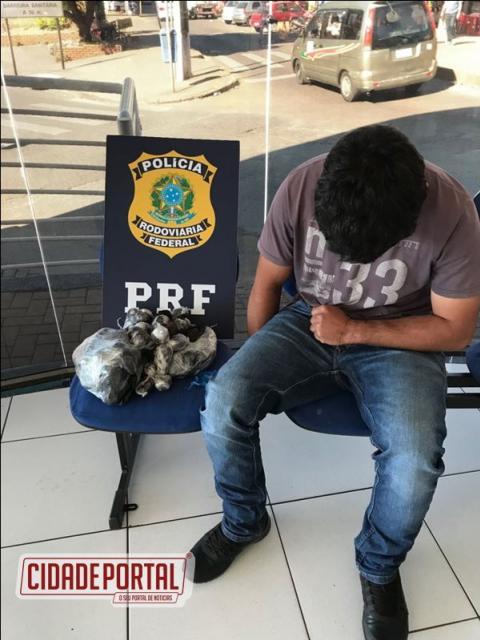 Polícia Rodoviária Federal apreende na Ponte da Amizade 4,71 kg de Haxixe com motociclista paraguaio