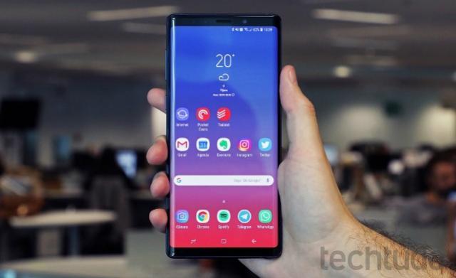 Samsung aposta em celular com alto-falante oculto; entenda condução óssea