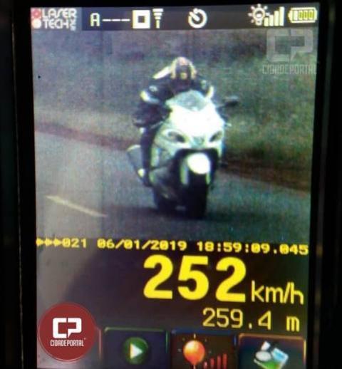 Polícia Rodoviária Estadual de Santa Helena flagra motociclista em 252 KM/H durante operação Radar