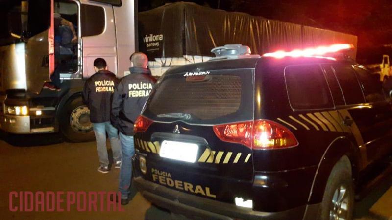 Polícia Federal apreende Carreta com mais de 1 milhão de reais em cigarros contrabandeados em Campo Mourão
