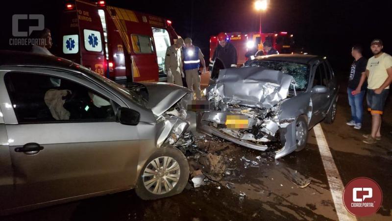 Colisão frontal entre dois veículos deixa 05 pessoas gravemente feridas entre C. Mourão e Luiziania