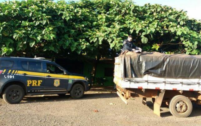Caminhão de Campo Mourão é apreendido com 40 mil carteiras de cigarros em Realeza