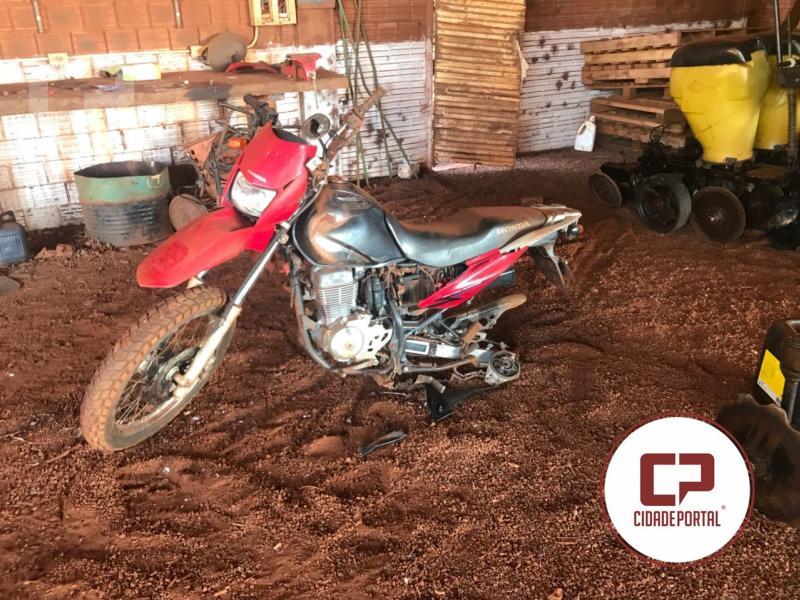 Bandidos encapuzados roubam dois tratores em propriedade rural na noite de quinta-feira, 05