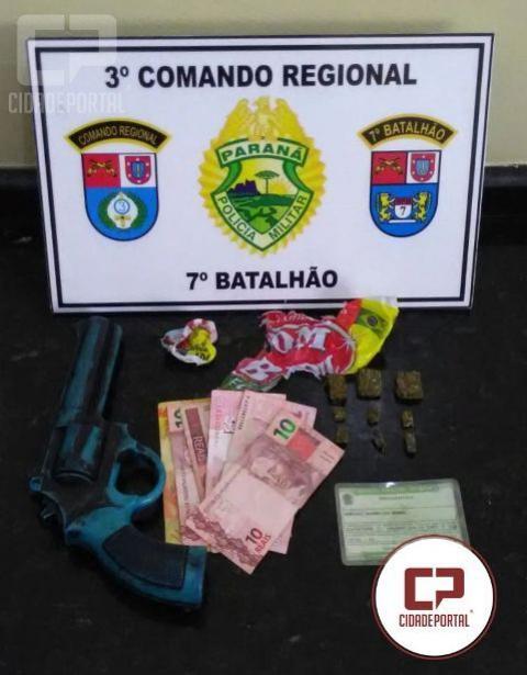 Polícia Militar do 7º batalhão apreende drogas, dinheiro, munição e simulacro no município de Cruzeiro do Oeste
