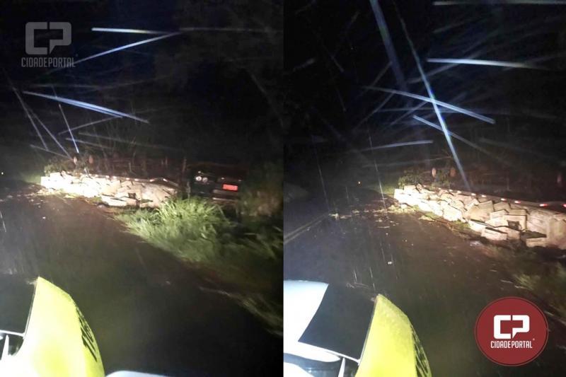 Caminhão tomba e motorista morre em acidente em Ivaté