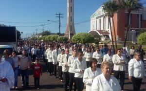 Procissão: católicos celebram Corpus Christi em Goioerê
