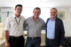 Vereador Abraão se reúne com Prefeito e Vice para pleitear a vinda de uma nova empresa para Goioerê