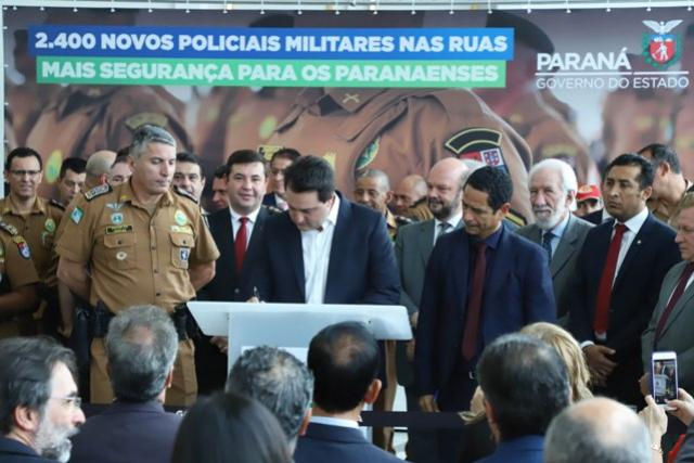 Governo inicia concurso para contratar 2.400 militares