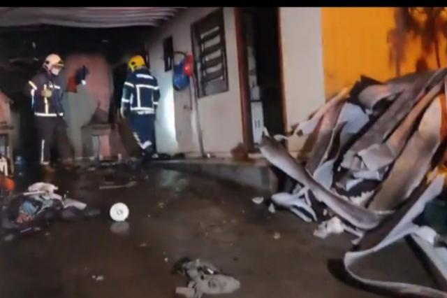 Homem tem 60% do corpo queimado em incêndio residencial, em Sarandi