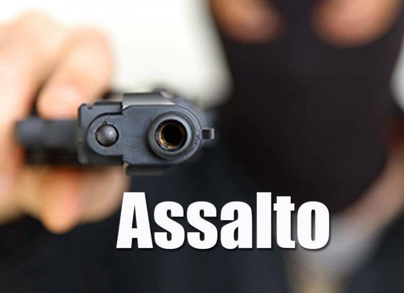 Dois indivíduos com capacete e armados assaltam lanche na noite deste domingo, 02 em Goioerê