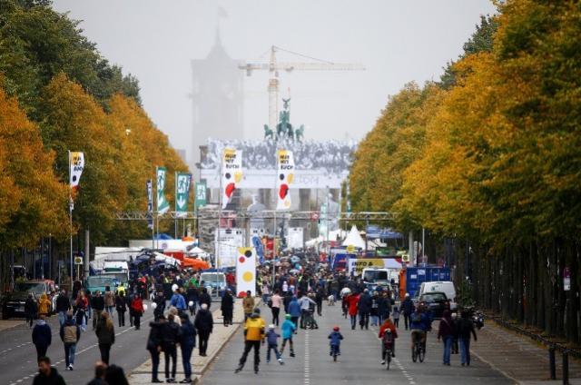 Alemanha lembra os 28 anos de sua reunificação sem resolver desigualdades