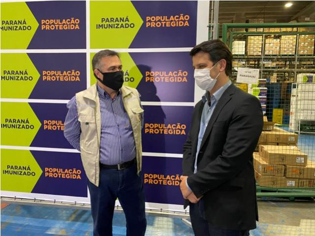 Secretário Beto Preto acompanha chegada do primeiro lote com vacinas da Pfizer