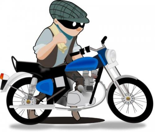 Uma Honda Biz foi furtada em estacionamento de supermercado nesta sexta-feira, 03