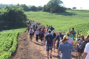 Mais de 400 participantes contemplaram as belezas da Água Branca do Cascalho