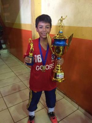 Goioerê volta a brilhar no futsal de base vencendo em três categorias a Copa Jurapetro