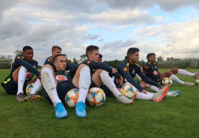 Seleção Sub-17 voa baixo em treino tático na Inglaterra