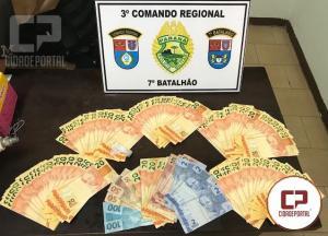 Policiais Militares do 7º BPM apreendem R$ 4,700 reais em notas falsas na cidade de Cruzeiro do Oeste