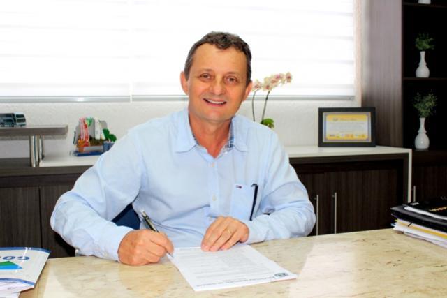 Prefeito Pedro Coelho autoriza o pagamento antecipado da 1° parcela do 13° Salário aos servidores
