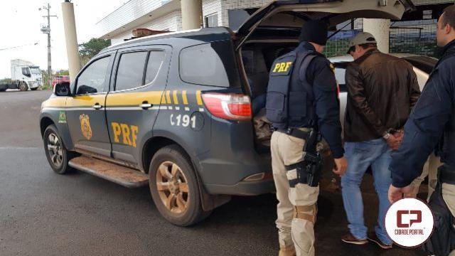 PRF prende quatro pessoas e apreende três carros em Guaíra