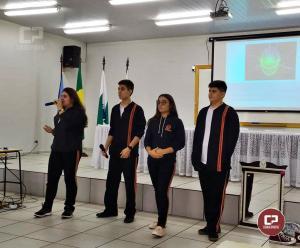 Alunos do Colégio Novo Mundo participam da abertura do SIPAT na UEM