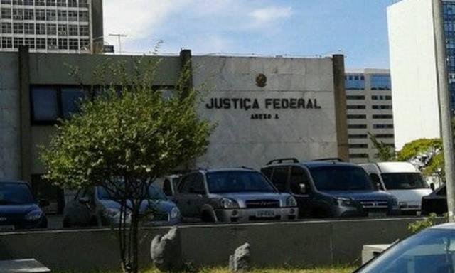 Juiz federal bloqueia dinheiro dos fundos partidário e eleitoral e manda usar contra coronavírus