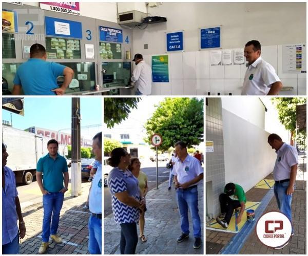 Prefeito Pedro Coelho acompanha rotina de bancos e lotéricas em questão de organização