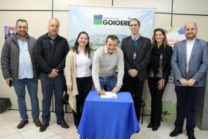 Pedro Coelho assina convênio que facilita acesso ao crédito para empresários de Goioerê e região