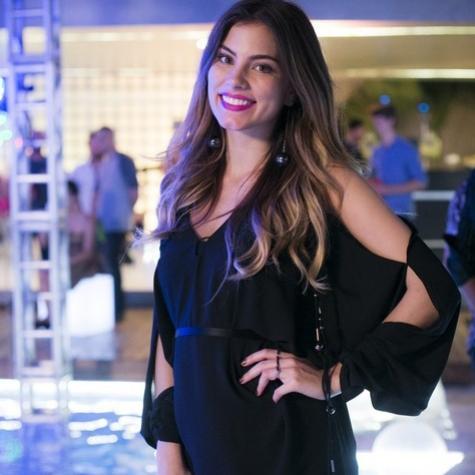 Grávida, Bruna Hamú disfarça barriga nas gravações de 'A lei do amor'