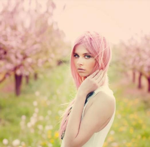 Tendências de cabelos 2020: tom rosado será a cor do ano