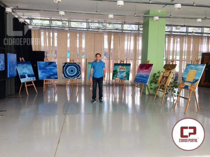 Biblioteca Municipal de Campo Mourão recebe exposição do Artista plástico Davi Faustino