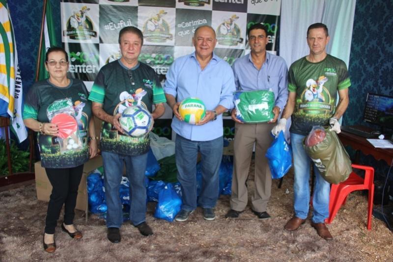 Deputado Schiavinato entrega kits esportivos para Quarto Centenário