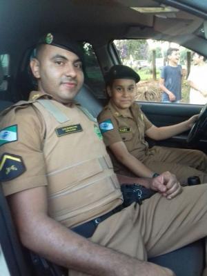 Policiais Militares do 7º BPM fazem alegria de garoto em sua festa de aniversário