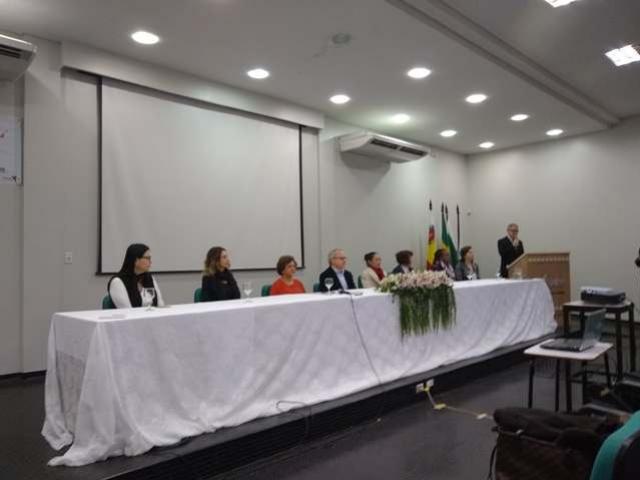 Alunos e professores do CRG apresentaram trabalhos no 1º EAEX em Maringá